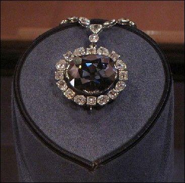 Découvert en Inde en 1668, vendu à Louis XIV, puis volé en 1792, quel est ce diamant bleu qui a connu multe péripéties ?