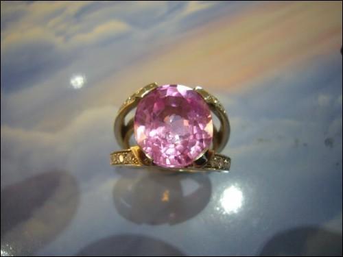 Laquelle de ces pierres précieuses de la famille des béryls peut revêtir cette couleur ?