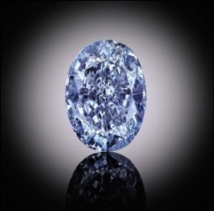 """Qui chantait """"L'oiseau roi couronné, portait un diamant bleu"""" ?"""