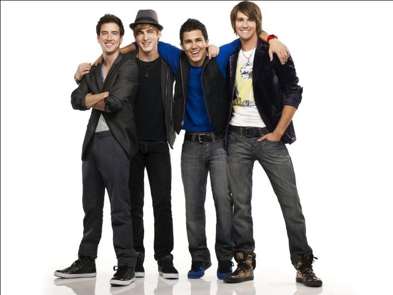 Et cette série qui parle aussi de musique et du rêve de 4 garçons c'est la série...