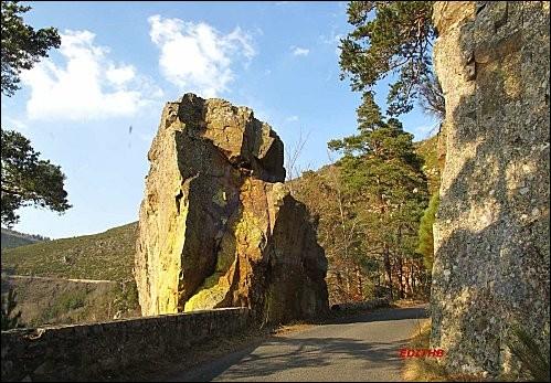 La vallée de l'Enfer est une série de gorges traversées par la rivière Crueize, située dans un département dont la préfecture est Mende :