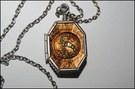 Qui Voldemort a-t-il tué pour créer cet Horcruxe (le médaillon) ?