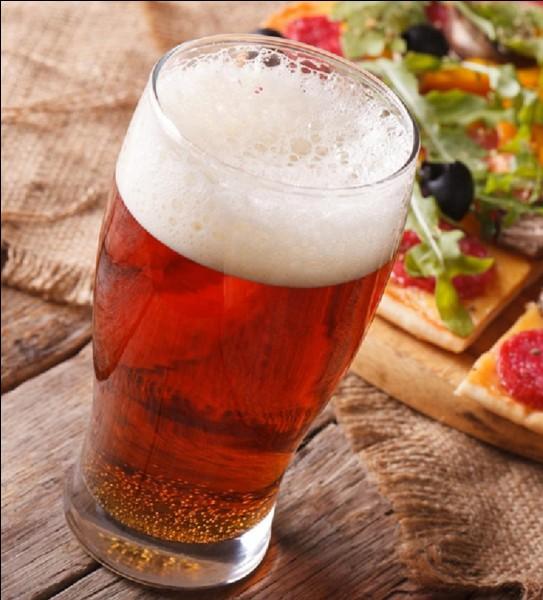 Cette bière est américaine, mais elle a été réalisée grâce à un produit typiquement italien.Cette bière, que l'on trouve dans les Midwest, est aromatisée grâce aux… :