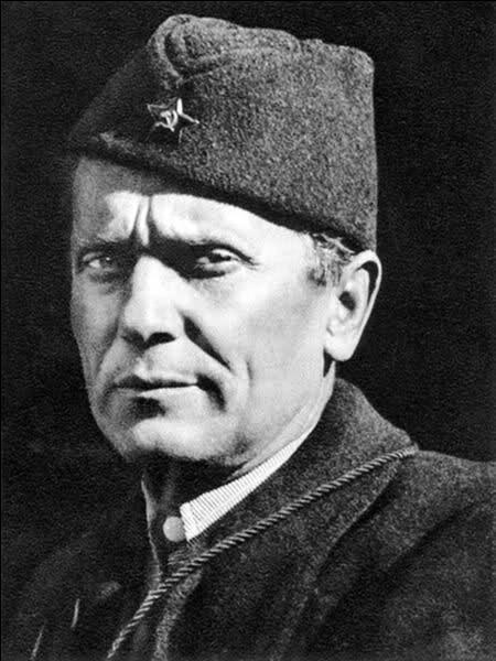 De 1945 à 1980, la Yougoslavie n'eut qu'un seul chef d'Etat. Celui-ci fut par ailleurs le premier secrétaire général du Mouvement des non-alignés. Qui est-ce ?