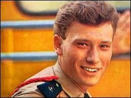 De qui Johnny Hallyday est-il l'idole d'après sa chanson ?