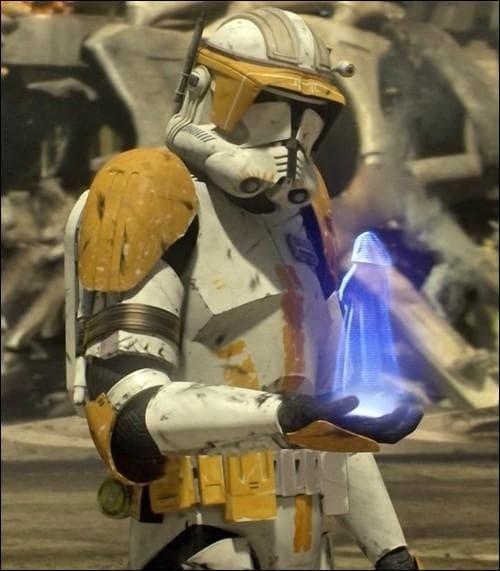 Qui est le clone qui parle à Dark Sidious dans cette scène ?