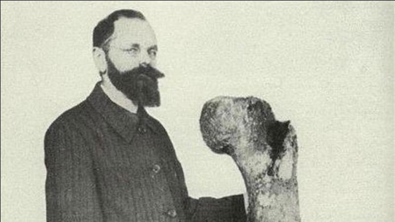 Ernst Stromer (1870-1952) était l'un des plus important chercheur de fossiles allemand. Il a entre-autre découvert, en 1912, le plus grand carnivore terrestre de tous les temps :