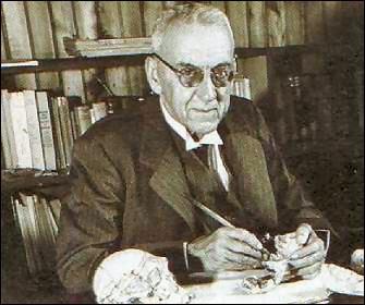 Robert Broom (1866-1951) est un médecin et un paléontologue sud-africain. En découvrant Algoasaure en 1903, il apporta le premier la preuve...