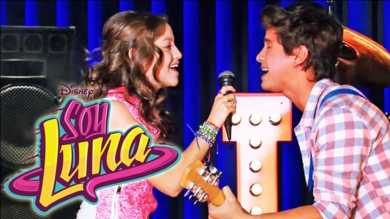 Que chantent Simon et Luna à l'open lors de l'épisode 33 ?