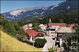 Commune rhônalpine de l'arrondissement de Gex, Chézery-Forens se situe dans le département ...