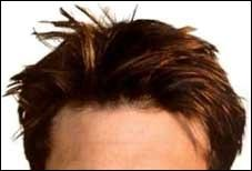 A qui appartient cette coupe de cheveux ?