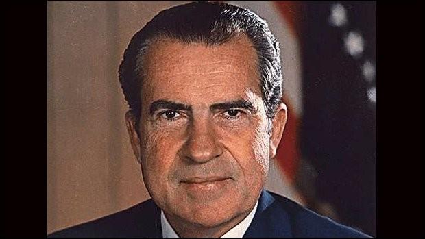 Quel président américain a décidé du retrait des troupes américaines du Viêt-Nam en 1969 ?