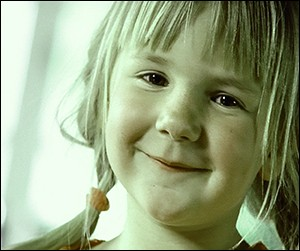 """Pour quelle marque cette petite fille fait-elle la publicité par le slogan """"Elle est pas belle la vie ?"""" ?"""