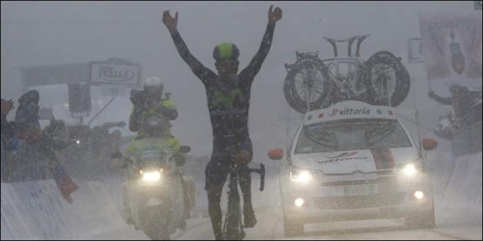 On est en 2015, regardez l'image. Ne vous rappelle-t-elle pas quelque chose ? Une course incroyable du Colombien qui écœure notamment Alberto Contador dans un temps enneigé lors de la 5e étape. Nairo gagna le classement général de cette course. Quelle était-elle ?
