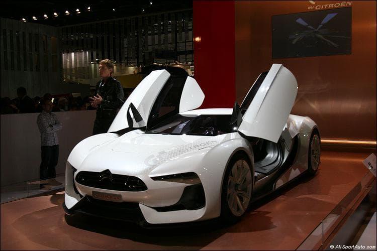 Quelle est la marque de cette voiture ?