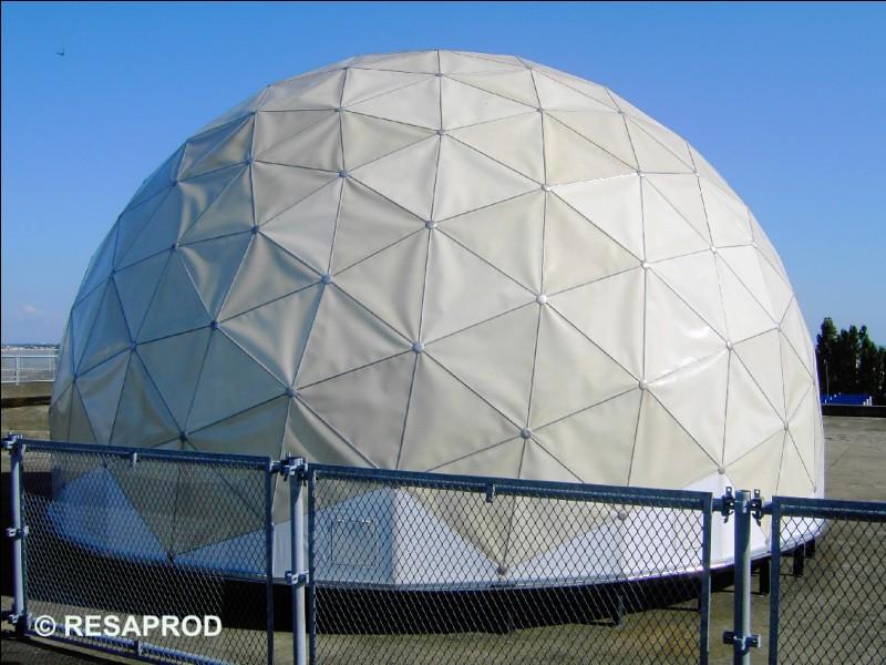 Le Radôme (boule) sur le toit de la base sous-marine, était auparavant :