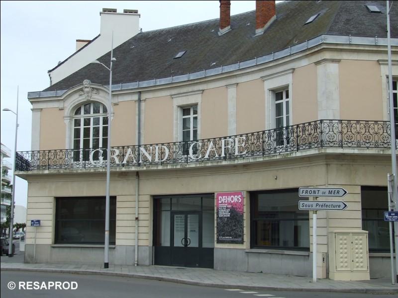 """La salle d'art contemporain """"Le Grand Café"""" était autrefois :"""