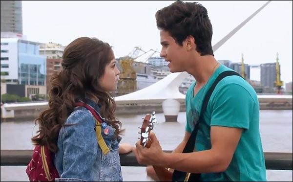 Quel est le titre de cette chanson que Simón chante pour Luna ?