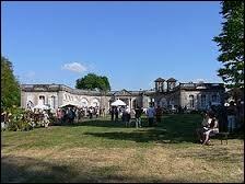 Nous partons en Lorraine, à la découverte du château de Gerbéviller, propriété de la princesse d'Aremberg. Pour cela, nous devons nous rendre dans le département ...