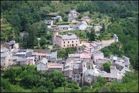 Le village Catalan de Nyer se trouve dans la nouvelle région ...