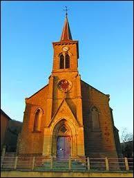 Voici l'église Saint-Jean-Baptise de Saulnes. Ville lorraine, à la frontière luxembourgeoise, elle se trouve dans le département ...