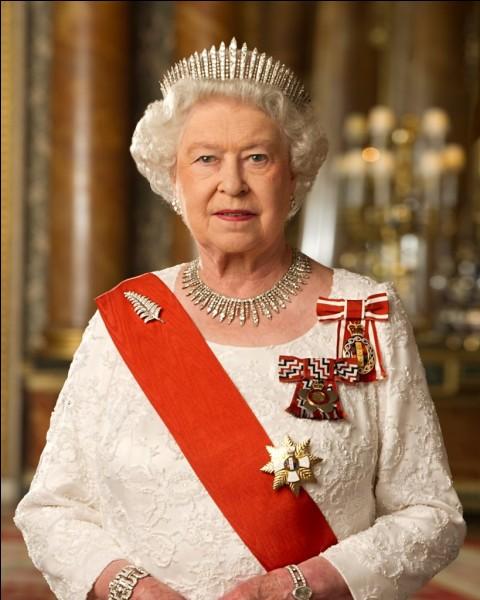 Qui est l'actuelle reine anglaise ?