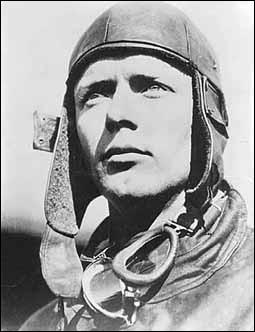 Quel aviateur à bord du Spirit of Saint Louis, a été le premier à traverser l'Atlantique sans escale ?