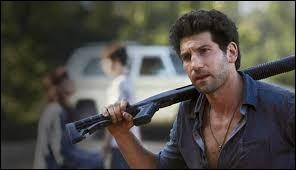 Quelle est l'arme de prédilection de Shane ?