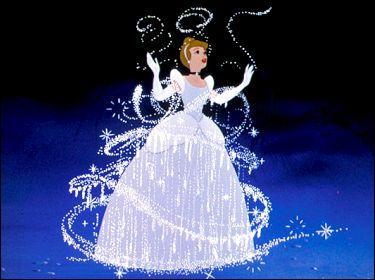Chez Disney, Cendrillon peut venir au bal à la condition de finir les tâches de couture et de repassage, mais sous quelles conditions peut-elle y aller dans le conte des frères Grimm ?