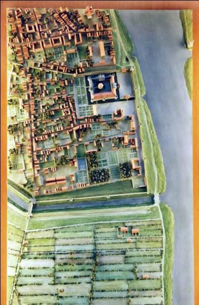 """Au début de son histoire, vers 1200, Philippe Auguste bâtit une forteresse sur le site appelé """"Louvre"""" ; mais comment s'appelait ce lieu à l'origine ?"""