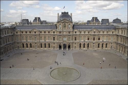 """1659 : Louis XIV fait aménager la """"Tour de l'Horloge"""". Dans quel but ?"""