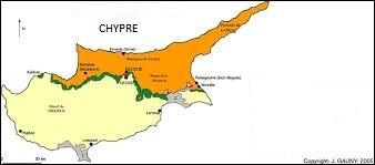 La langue grecque est officielle en Grèce, l'est-elle aussi à Chypre ?