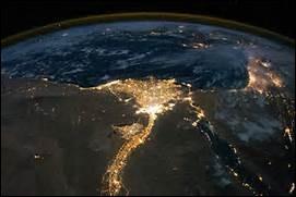 Le delta de quel fleuve peut-on reconnaître sur ce cliché de nuit ?