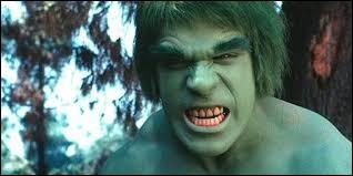 Plus connu sous sous le nom de Hulk, quel métier exerce Bruce Banner ?
