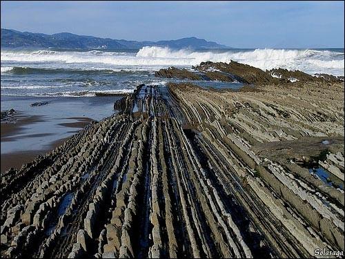 Le « Flysch de Zumaia » est l'un des sites géologiques des plus importants de la côte du Pays Basque et de tout le littoral Cantabrique. Qu'entend-on par « Flyshs » ?