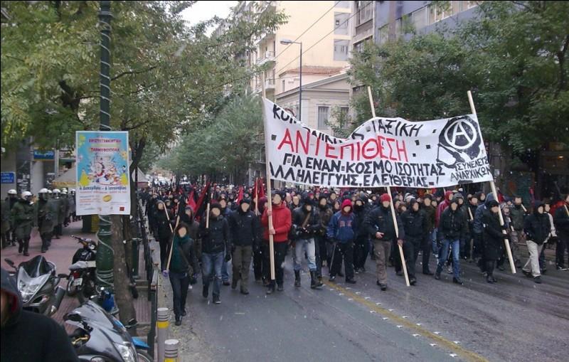 Quel outil politique est considéré comme obsolète par un grand nombre d'anarchistes ?