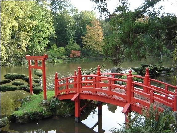 Quel est le style des jardins que l'on peut voir à Maulevrier, en Maine-et-Loire ?