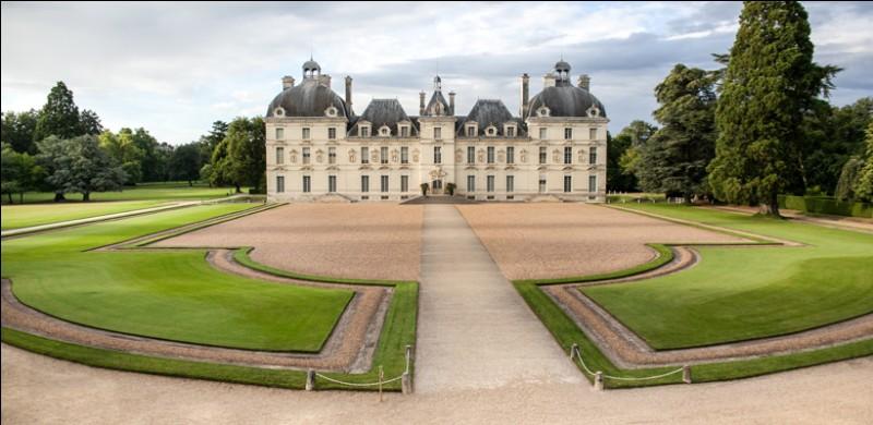 Voici le jardin du château de Cheverny, dans quelle BD en retrouve-t-on la réplique ?