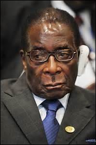 """Dictateur du Zimbabwe depuis 1987, il a aujourd'hui (2016) 92 ans. Lors de sa campagne électorale il affirme qu'il fera """"vivre un enfer aux homosexuels"""". Il est homophobe et veut castrer les homosexuels ou les décapiter."""