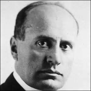 Dirigeant l'Italie de 1922 à 1943, créant le Parti fasciste, il imposa un régime totalitaire et une dictature. Il combattit aux côtés d'Adolf Hitler. Il se nomme [...]