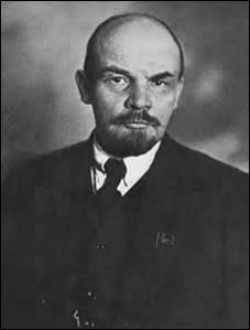 Dictateur en Russie juste avant Staline, il se nomme...