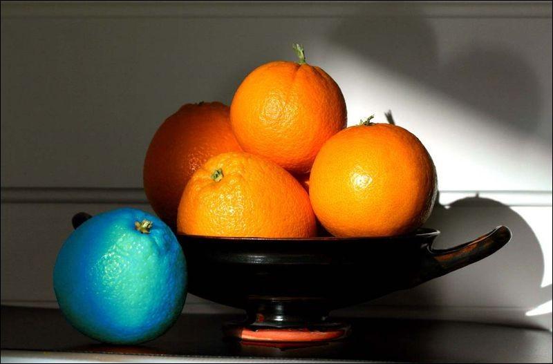 Les oranges bleues apparaissent dans un album écrit par Hergé :