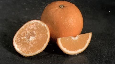 """Qui chantait """"Tu as volé, as volé l'orange du marchand"""" ?"""