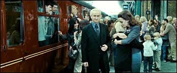 Draco après 19 ans, est sur le quai de King's Cross, lors du départ de Poudlard Express, il fait signe à un homme, qui s'agit-il ?