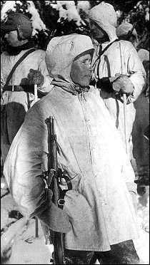 Dans l'histoire mondiale de la guerre, les snipers étaient redoutés, ils le sont d'ailleurs toujours, celui-ci fit trembler l'armée russe, il est considéré comme le meilleur sniper de tous les temps !