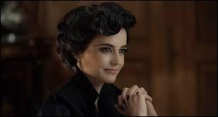 Quelle actrice française incarne le personnage de Miss Peregrine ?