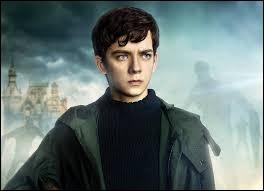 Ce jeune garçon est le seul à pouvoir voir les monstres, il a donc la mission de protéger les enfants particuliers. Comment s'appelle-t-il ?