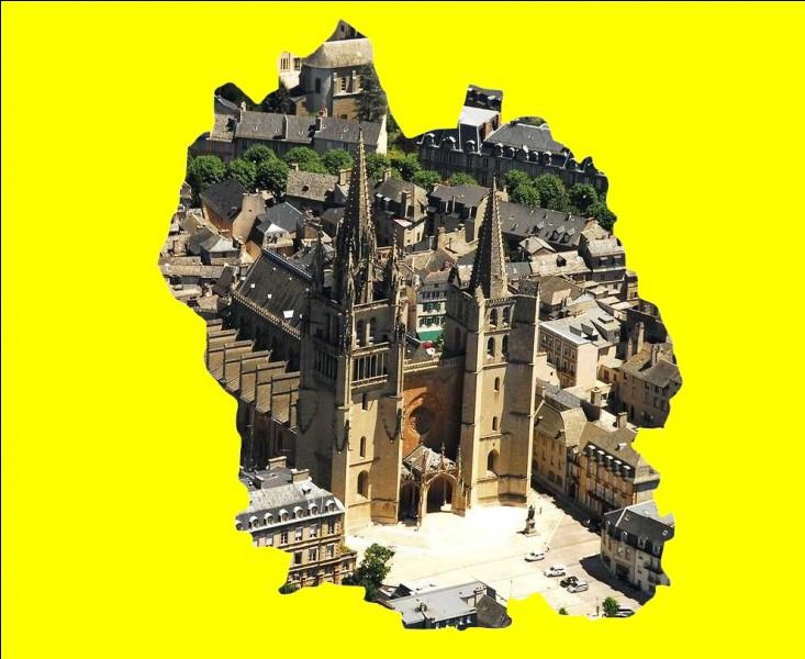 Cette ville située dans la haute vallée du Lot, en zone de moyenne montagne, est dotée d'une surprenante cathédrale érigée au XIV siècle aux clochers inégaux ... .