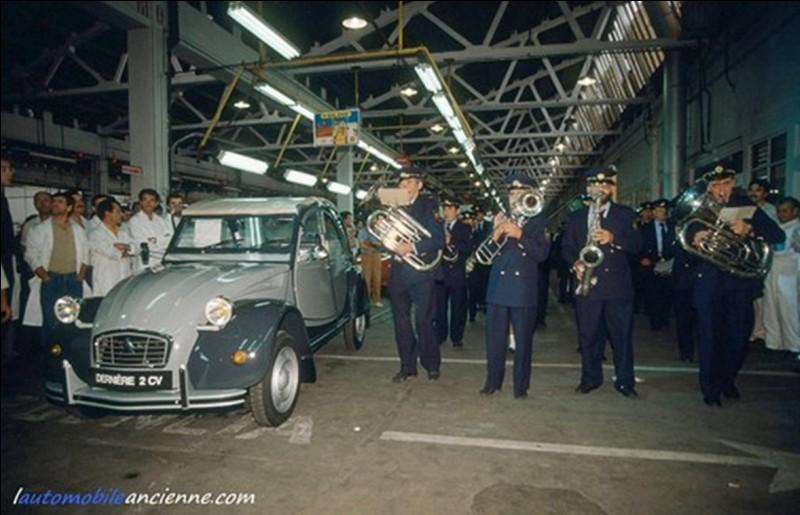 La « 2 cv » a été produite en 5 114 961 exemplaires. Elle a été produite de 1948 à 1990. Le 27 juillet 1990 à 16 h 30, la production s'arrête définitivement.Quelle est l'usine qui produisit cette toute dernière « 2 cv » ?