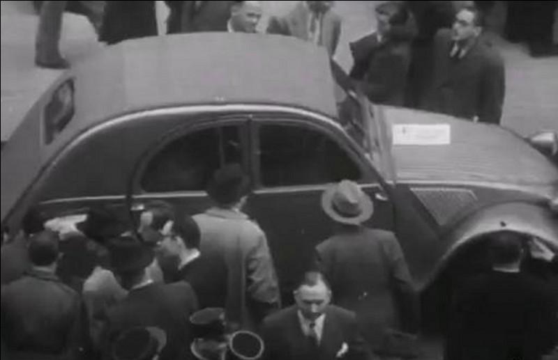 En 1949, la production de la « Citroneta » (surnom au Chili) démarre, le succès est monstre, et, au début, le temps d'attente est énorme !Combien de temps fallait-il attendre pour recevoir la sienne ?